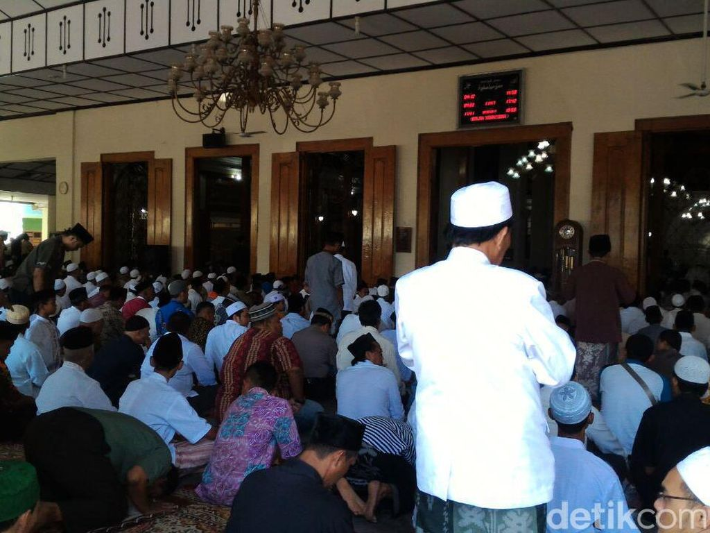 Jenazah Wali Kota Pekalongan Disalatkan di Masjid Kauman