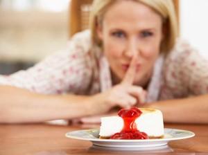 Kenapa Kalau Konsumsi Makanan Manis Jadi Cepat Haus Ya?