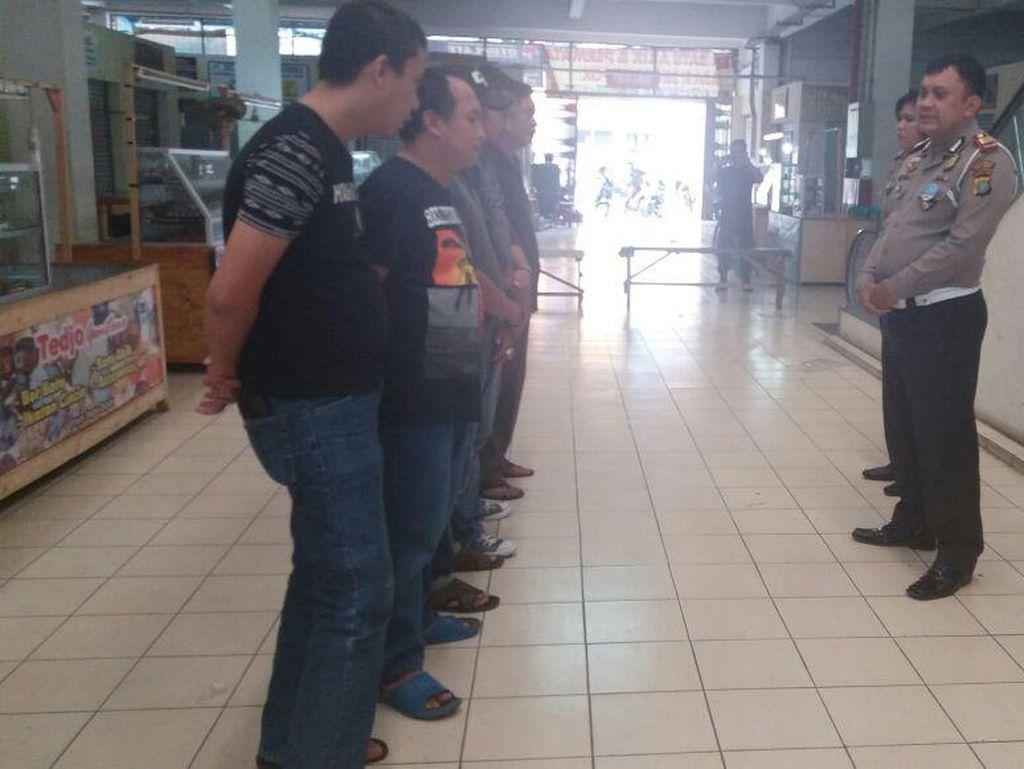 Terciduk! 6 Calo SIM Berkeliaran di Pasar Segar Depok