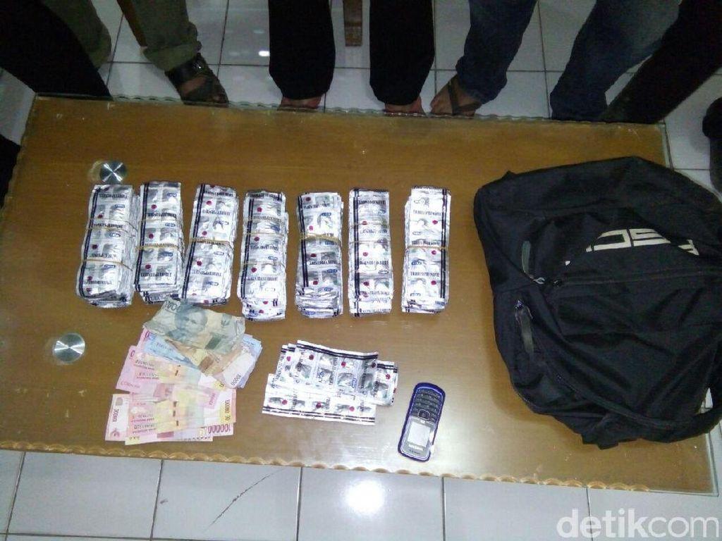 Polisi Amankan Ribuan Butir Trihex dari Perempuan yang Teriak di Jalan