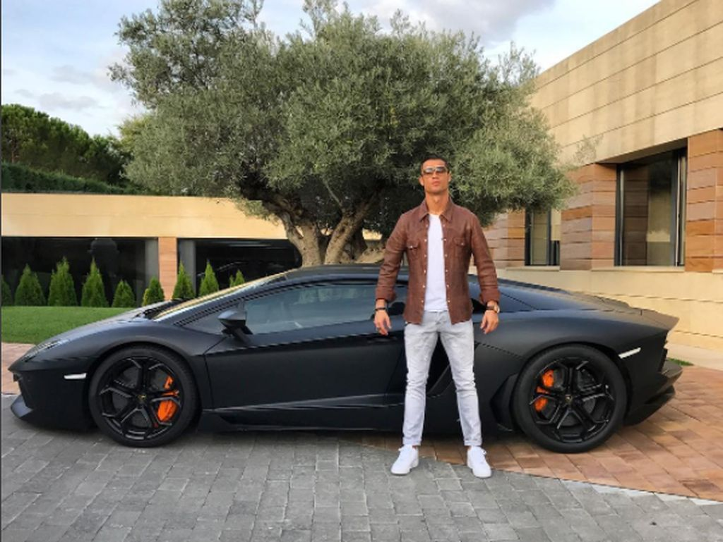 Mobil Kotor Koleksi Cristiano Ronaldo Cs