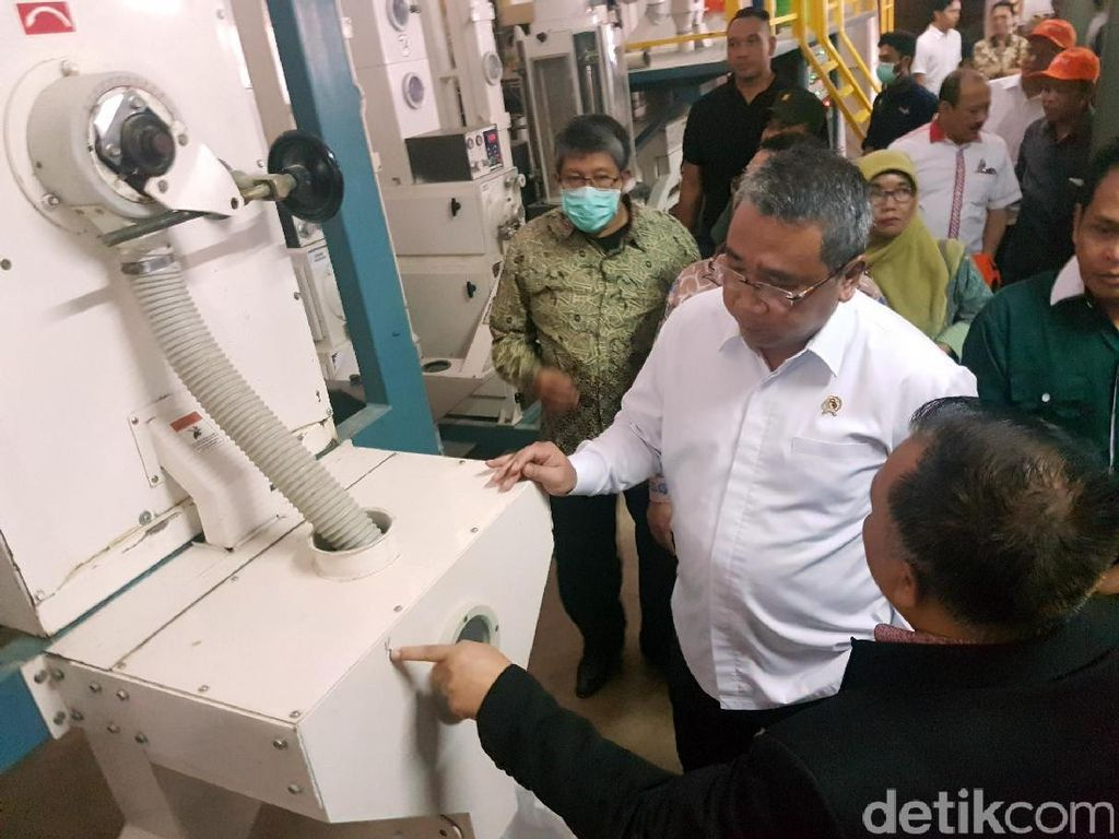 Menteri Desa Tengok Pabrik Beras Berkonsep Digital di Sukabumi