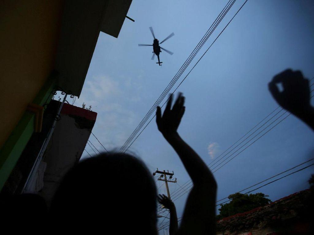 Lambaian Tangan Korban Gempa Meksiko Minta Pertolongan