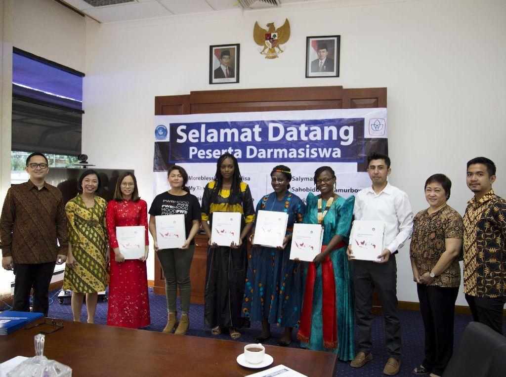 Melihat 6 Mahasiswa Internasional Belajar di Indonesia