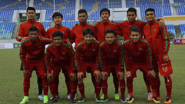 Timnas Indonesia U-19 akan menghadapi Thailand di babak semifinal Piala AFF U-18 2017.
