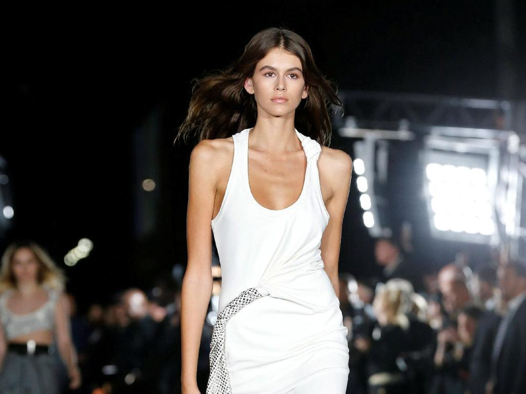 Bye Kendall Jenner! Model Baru Ini Curi Perhatian di New York Fashion Week