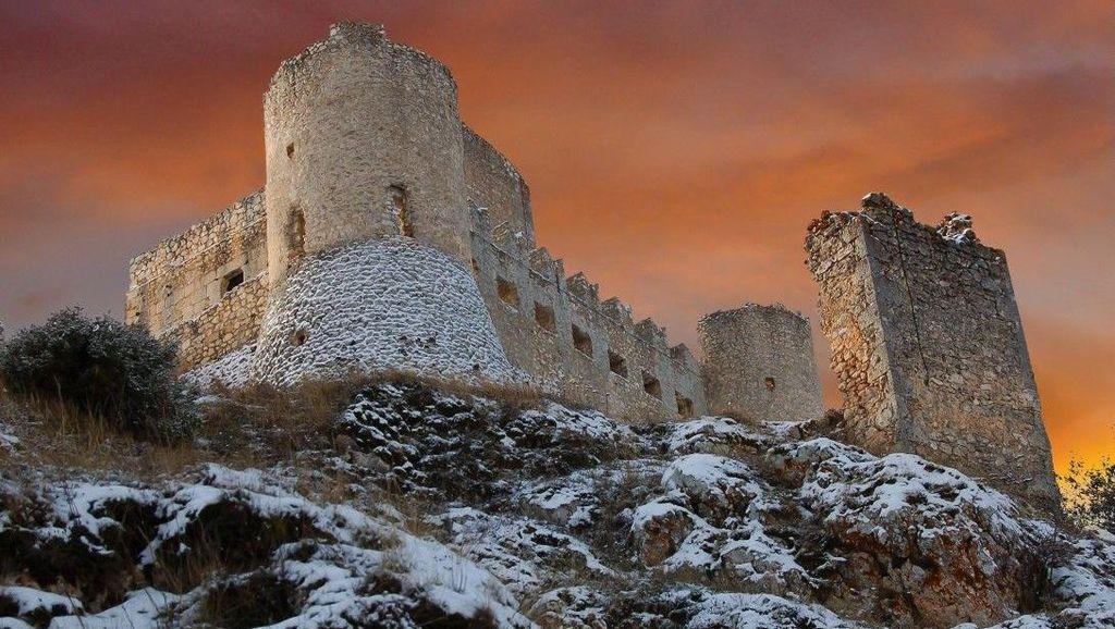 Sayang, Kastil-kastil Cantik Ini Malah Terbengkalai