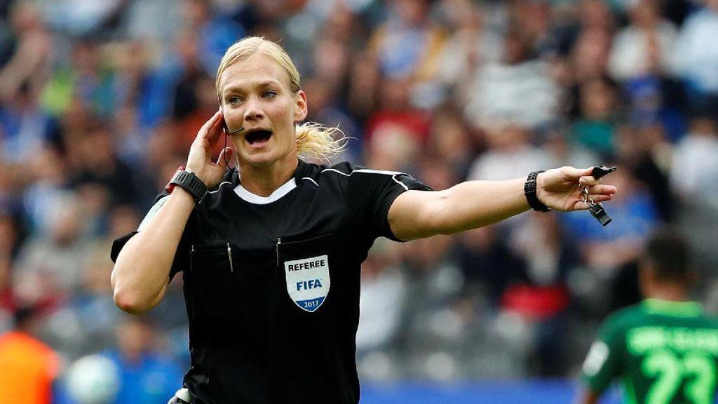 Video Bibiana Steinhaus, Wasit Wanita Pertama di Bundesliga