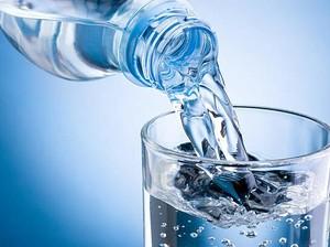 Tampilannya Seperti Air Putih, Minuman Ini Ternyata Punya Rasa Teh Susu!