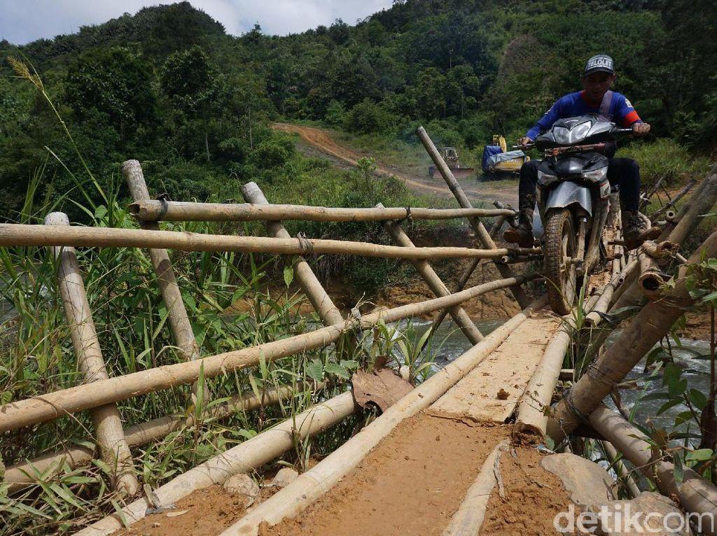 Beratnya Jalan Menuju Desa Terdepan di Batas Indonesia-Malaysia