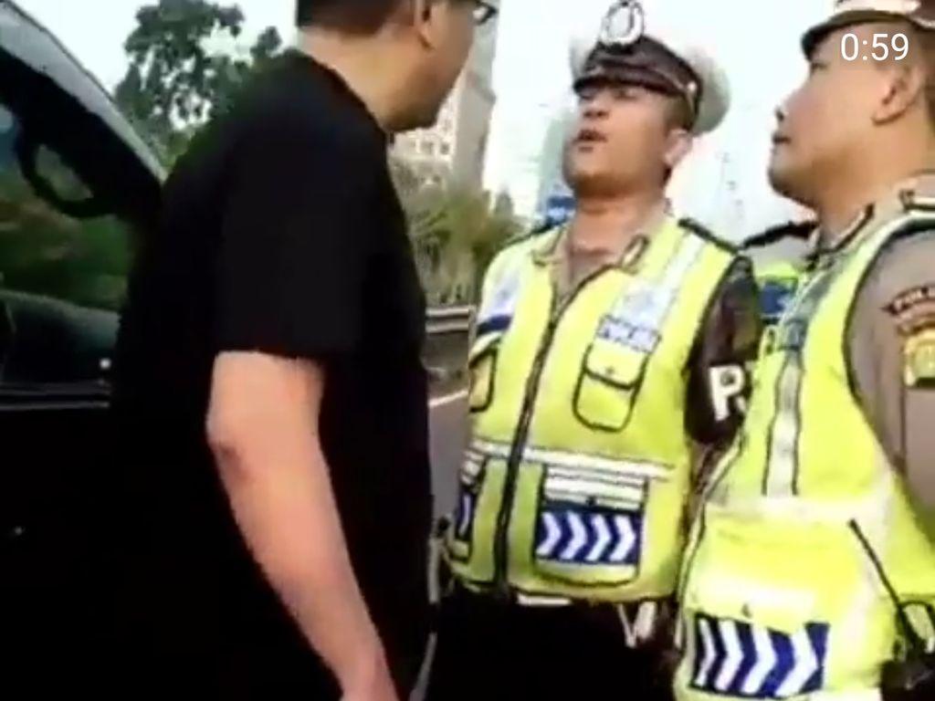 Pengendara Mobil yang Maki Polisi Ogah Tunjukkan Surat Kendaraan