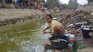 Cuma 100 Km dari Jakarta, Warga Cuci Baju Pakai Air Menghijau