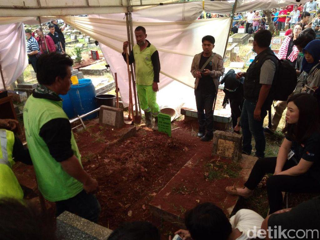 Polisi Bongkar Makam Abi Tertuduh Pencuri Vape Rp 1,6 Juta