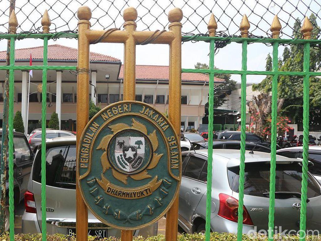 Sopir Taksi Online Ari Darmawan Divonis 2,5 Tahun Penjara