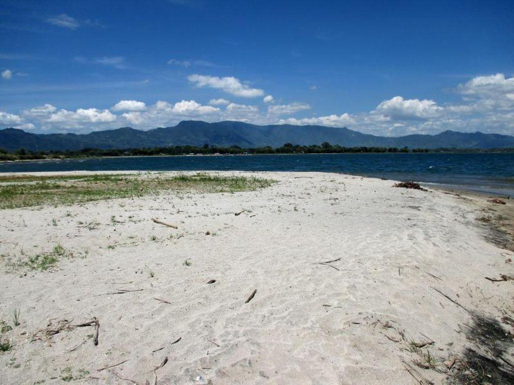 Ini Dia Pantai di Danau Toba