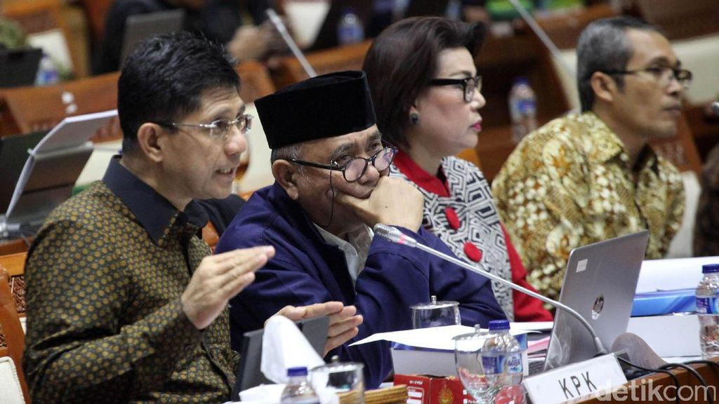 Debat Panas Komisi III DPR versus KPK