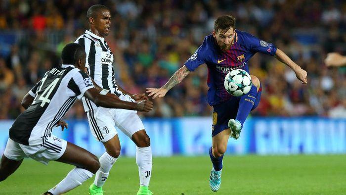 Aksi Lionel Messi saat Barcelona menghadapi Juventus di musim 2017. Jose Mourinho berharap kedua tim bisa bersua di final Liga Champions musim ini. (Foto: Albert Gea/Reuters)