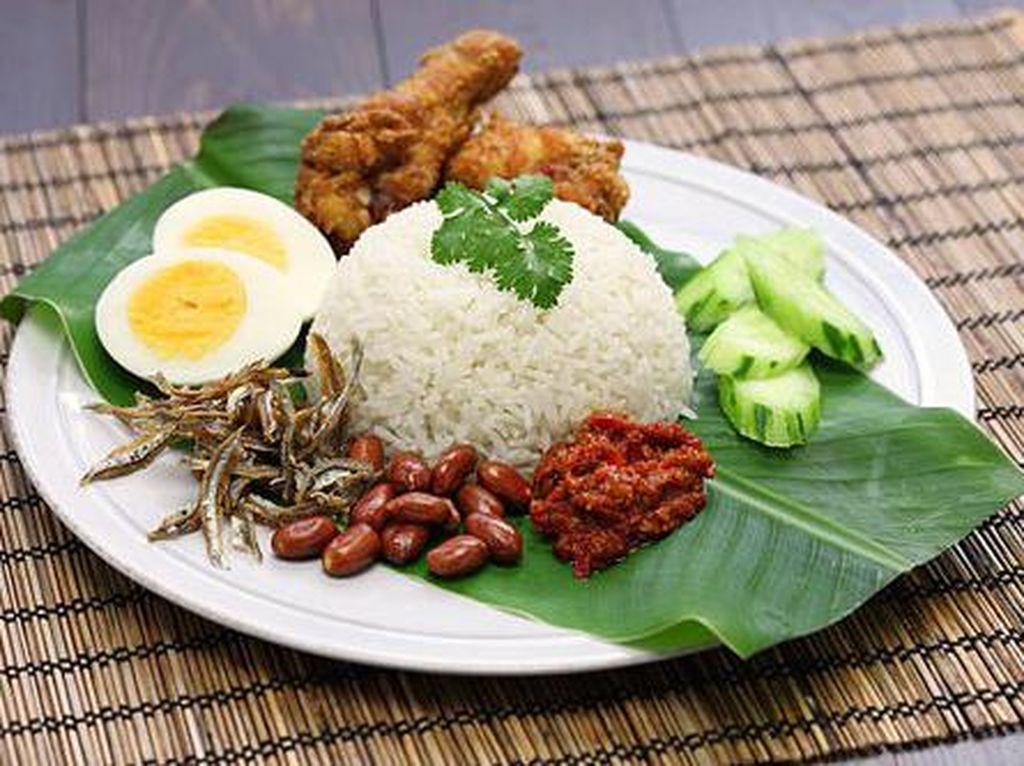 Ini 8 Kedai Nasi Lemak Halal yang Wajib Anda Singgahi di Malaysia