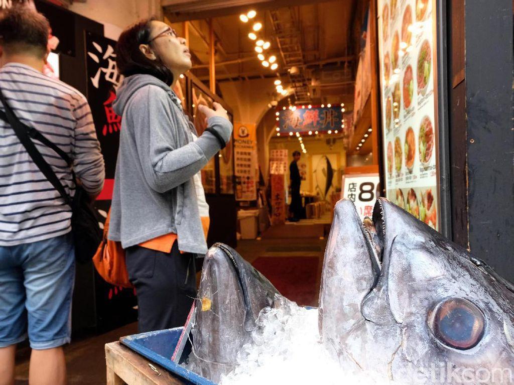 Lelang Ikan hingga Jajan Sushi, Begini Suasana Seru di Pasar Ikan Tsukiji