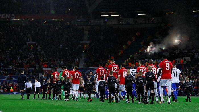 MU mengawali kiprahnya di Liga Champions 2017/2018 dengan menjamu Basel di Old Trafford. (Foto: Jason Cairnduff/Action Images via Reuters)
