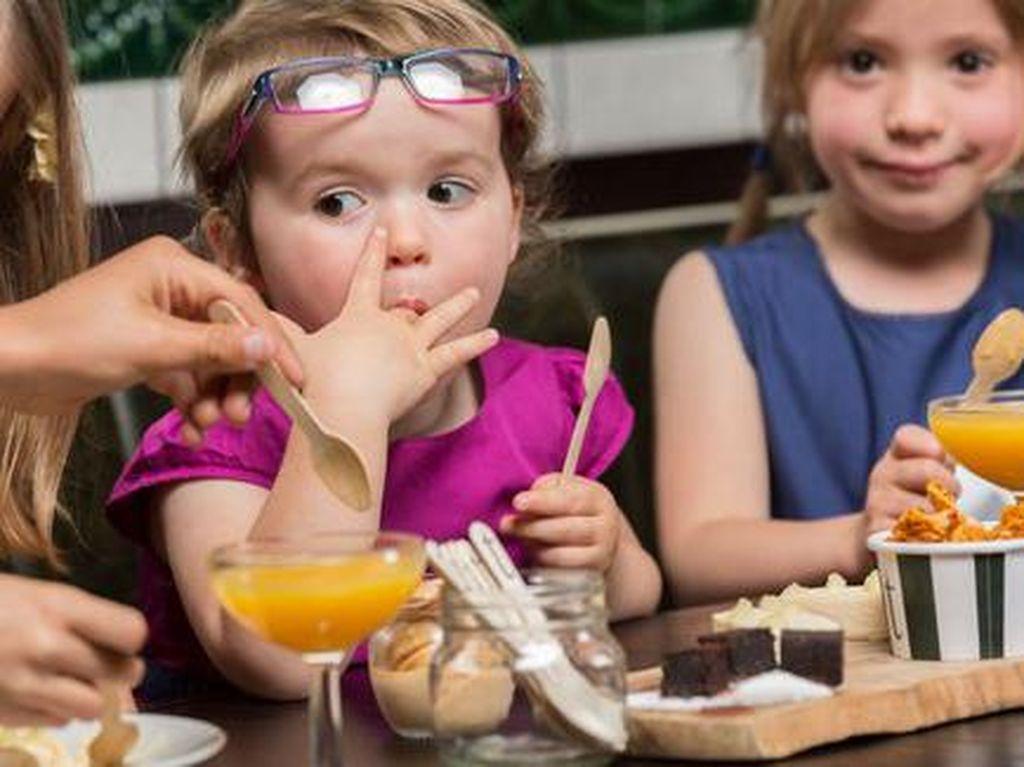 Nama Menu Unik hingga Peringatan Lucu, Trik Restoran Hadapi Pengunjung Anak