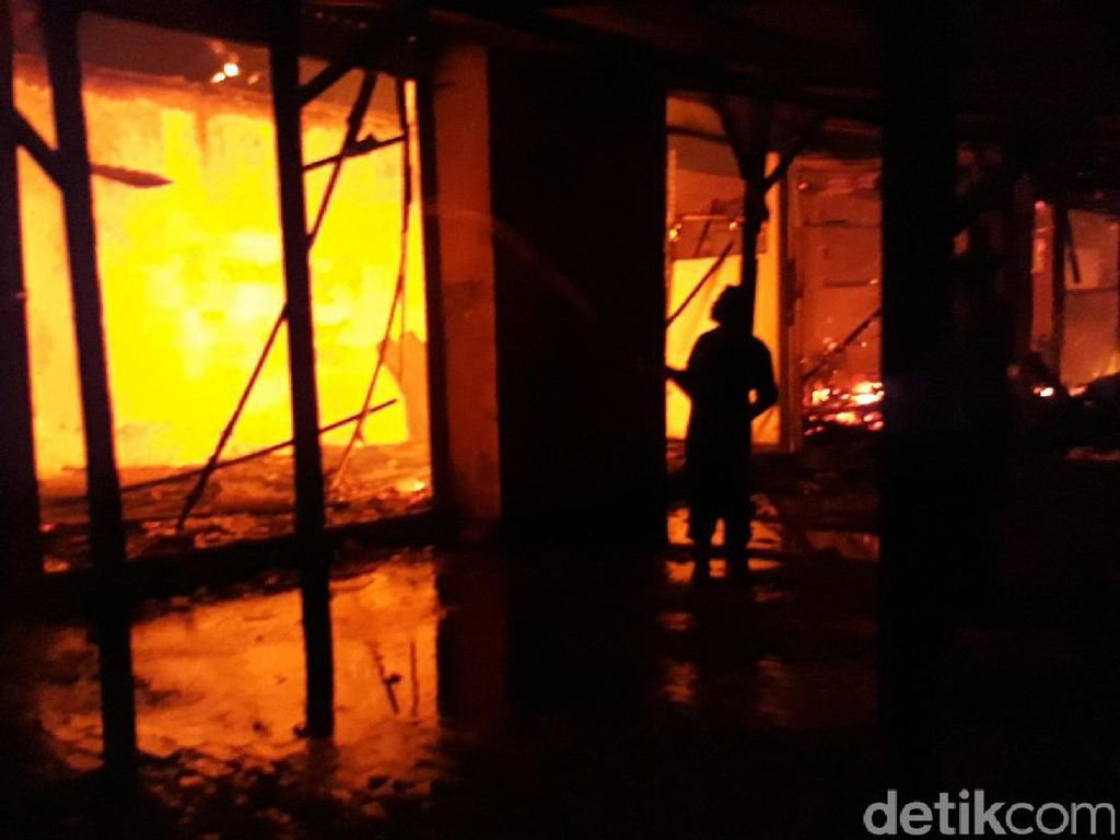 Kebakaran Pasar Mebel Bukir Pasuruan, 10 Kios Ludes