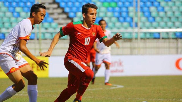 Egy Maulan Vikri harus bekerja ekstra keras menjebol pertahanan Timnas Thailand U-19. (