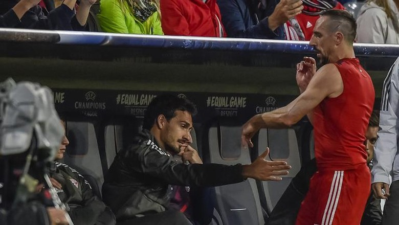 Soal Lempar Kaus, Ribery: Tak Ada Maksud Meremehkan Seragam Bayern