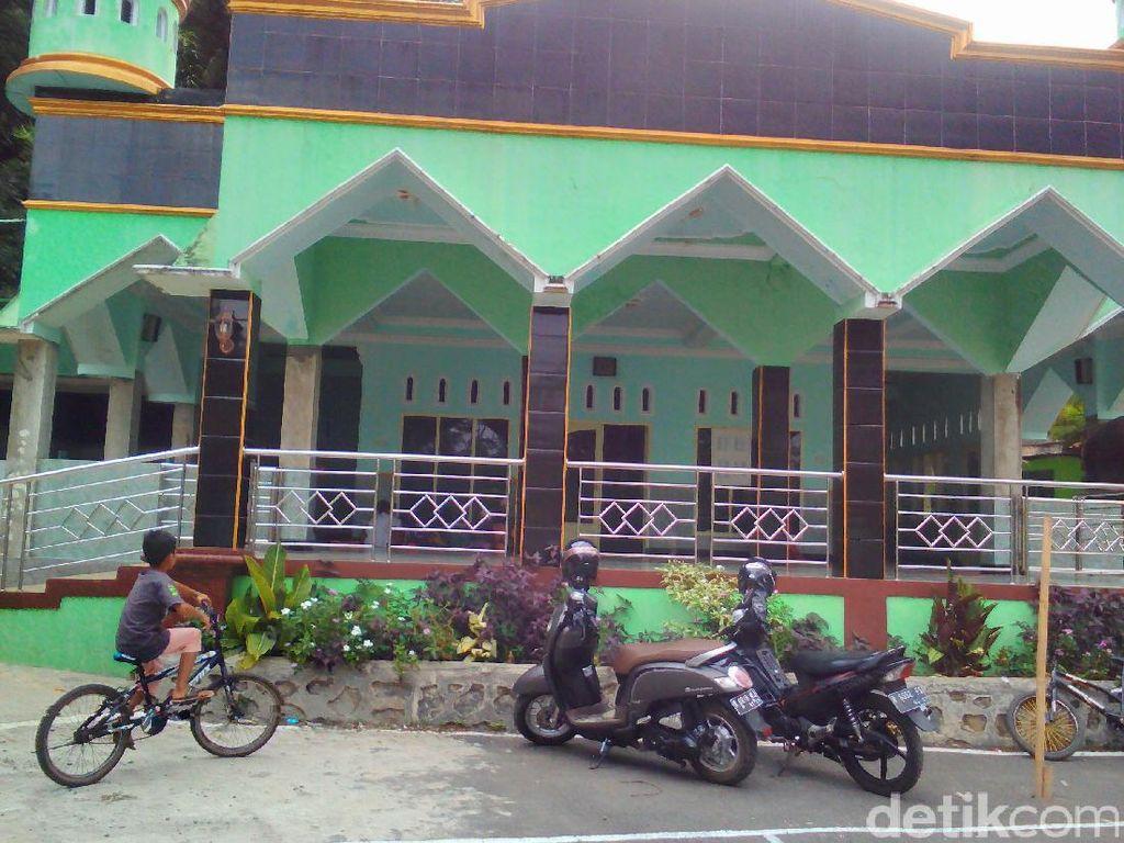 Zul Pernah Kirim Sumbangan Karpet dari Husni ke Masjid Kampungnya