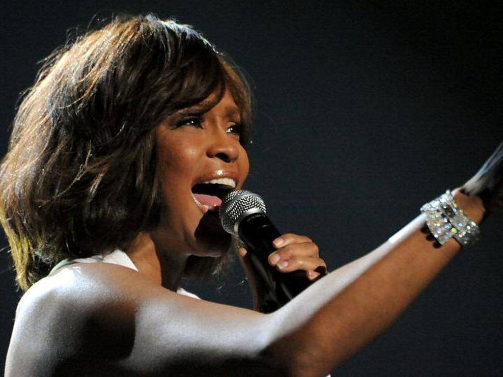 Whitney Houston Kembali Dihidupkan Lewat Hologram