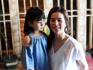 Astrid Tiar Batasi Anak Nonton YouTube