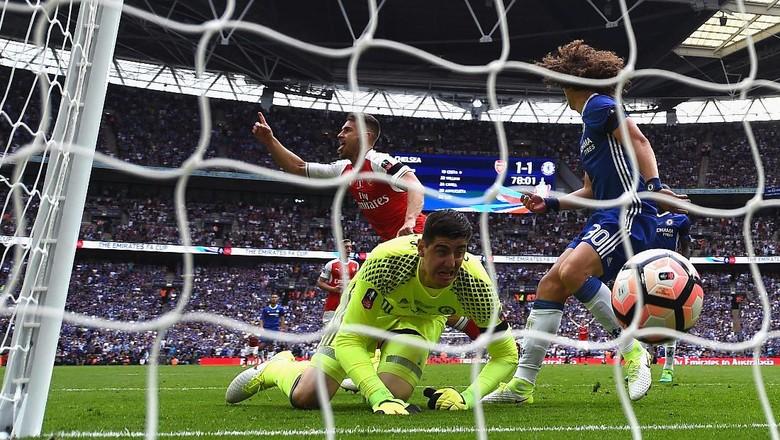 Courtois Membidik Arsenal