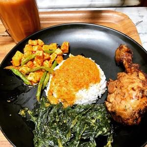 Makanan Paling Aneh di Dunia Hingga Nasi Padang Paling Enak di Singapura