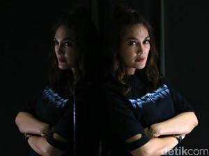 Syuting Devils Whisper di Hollywood, Luna Maya Belajar <i>On Time</i>