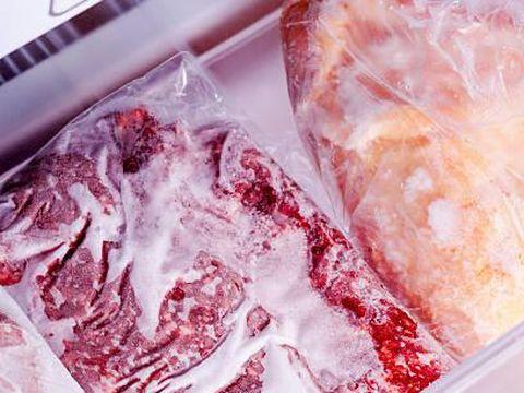 Daging sapi dan unggas ketika disimpan di freezer.