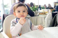 Wajib bawa, keperluan langsung anak ketika hendak pergi makan ke restoran.