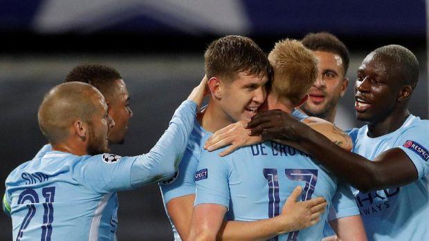 Manchester City mampu menang telak di markas Feyenoord.