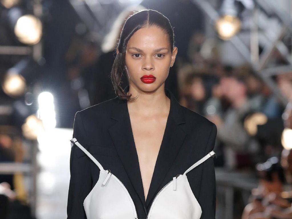 Bra Bisa Jadi Tas Curi Perhatian di New York Fashion Week, Aneh atau Canggih?