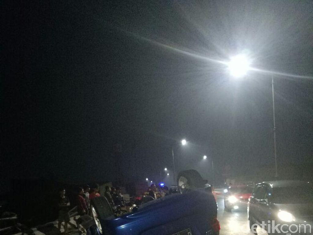 Kabur Usai Tabrak Biker di Bandung, Polisi Buru Sopir Honda Jazz