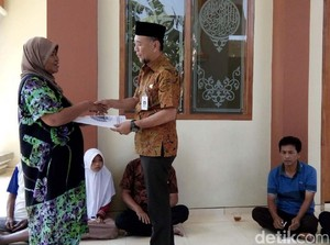 Satu Keluarga Sakit di Jepara dapat Bantuan Stimulan
