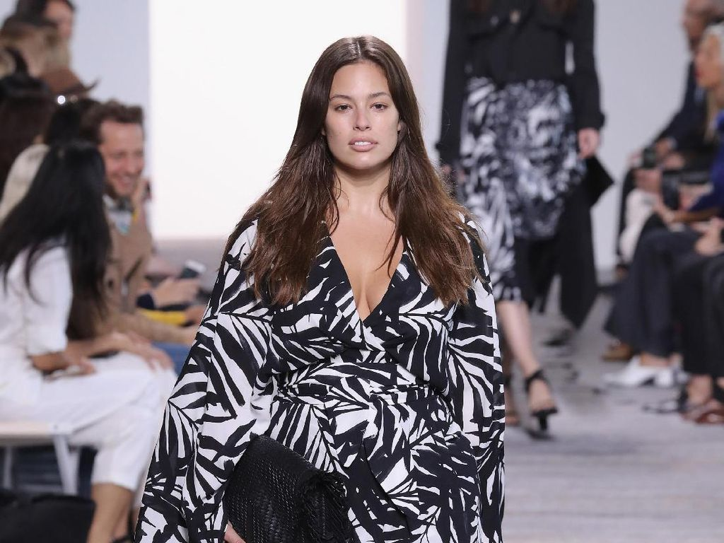 Sejarah di New York Fashion Week, Ratusan Wanita Plus Size Eksis Jadi Model