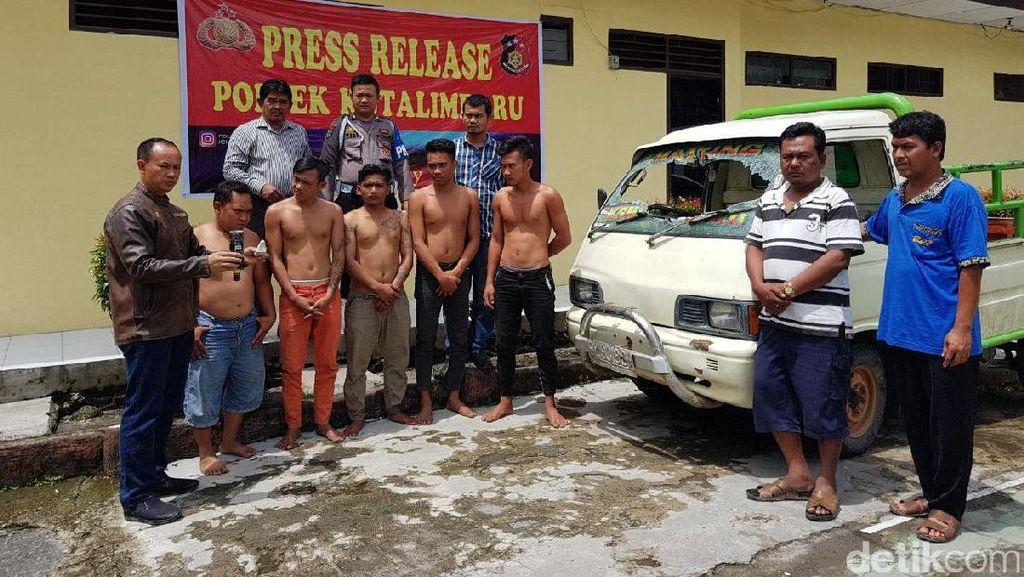 5 Pemuda Mabuk Rusak Mobil dan Rebut Senpi Anggota Polisi di Sumut