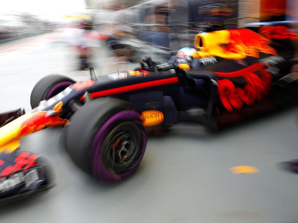 Ricciardo Tercepat, Ungguli Vettel dan Verstappen