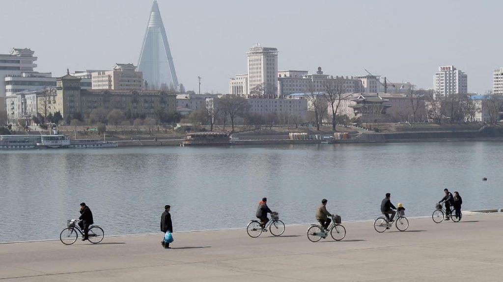 Mengintip Sekelumit Kehidupan Warga Korea Utara