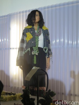 Lekat Bawa Keindahan Tenun Baduy ke Panggung Paris Fashion Week