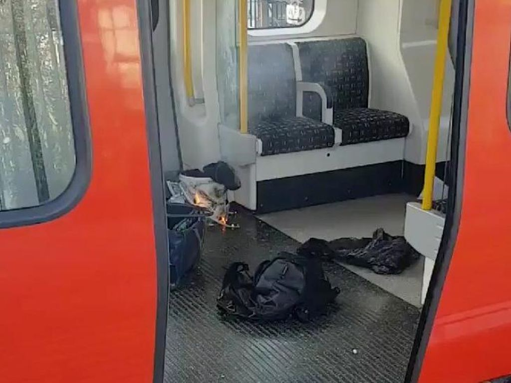 Begini Penampakan Benda Misterius di Lokasi Ledakan Kereta London