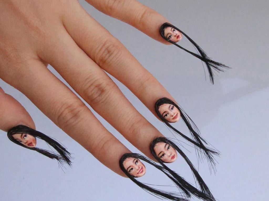 Tren Baru Nail Art: Pakai Rambut dan Wajah Manusia