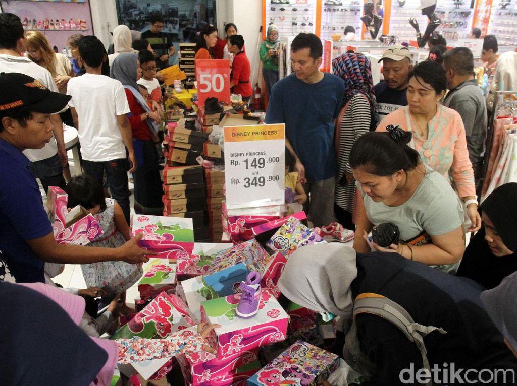 Mau Ditutup Juga, Matahari Pasaraya Manggarai Ramai Pembeli