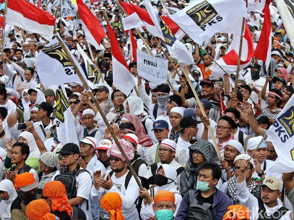 Serba Putih, Ini Penampakan Massa Aksi Bela Rohingya 169