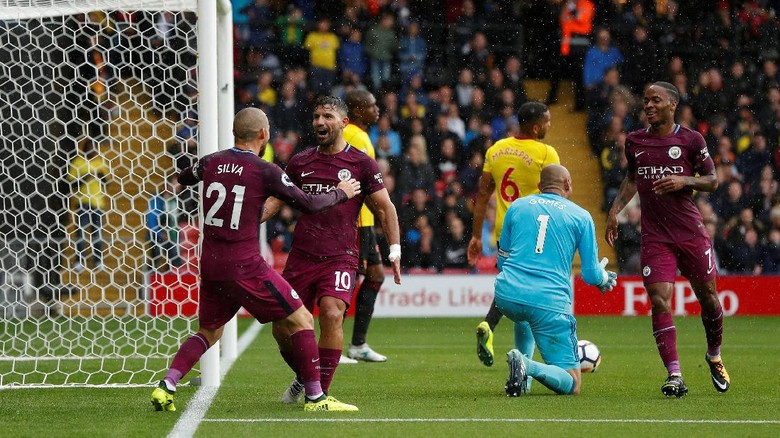 Aguero hat trick city cukur watford 6 0 for Q kitchen watford city